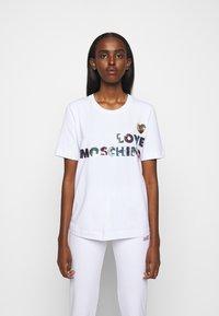 Love Moschino - T-shirt imprimé - white - 0
