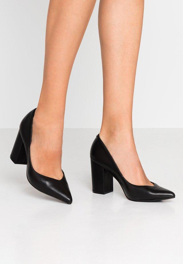 PORTRAIT - High heels - black