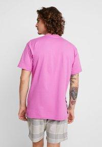 Vans - DISTORT PERFORMANCE  - T-shirt med print - rosebud - 2
