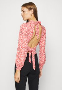 Abercrombie & Fitch - TIE BACK BLOUSE  - Blůza - red/white - 2