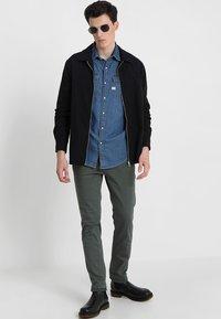 Replay - ZEUMAR HYPERFLEX  - Slim fit jeans - olive - 1