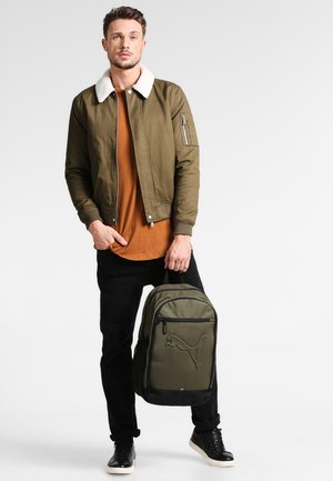 BUZZ - Rucksack - olive night