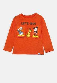 GAP - TODDLER BOY GOOFY DONALD MICKEY - Long sleeved top - grenadine orange - 0