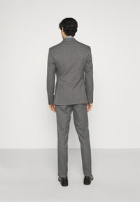 Isaac Dewhirst - CHECK DOUBLE BREASTED SUIT - Oblek - grey - 3