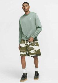 Nike Sportswear - CLUB - Sweatshirt - steam/white - 1