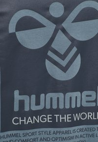 Hummel - HMLTORONTO  - Print T-shirt - china blue - 4
