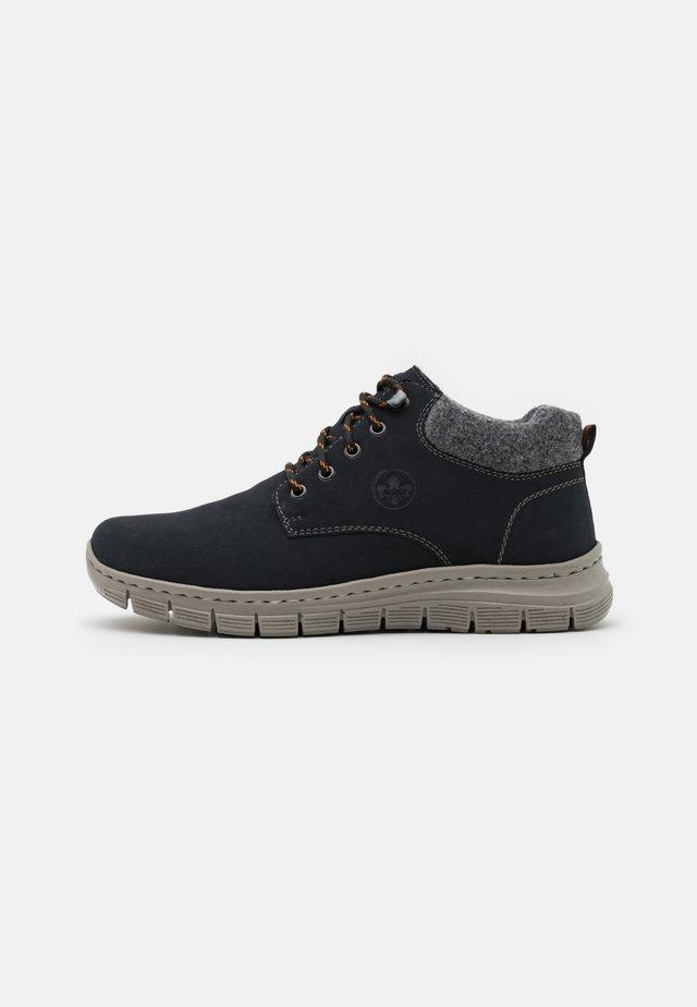 Sznurowane obuwie sportowe - pazifik/granit