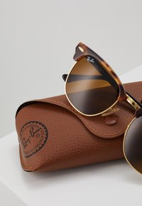Ray-Ban - 0RB3016 CLUBMASTER - Solglasögon - brown - 3