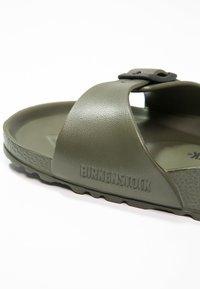 Birkenstock - MADRID - Sandály do bazénu - khaki - 5