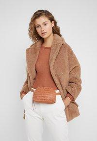 Loeffler Randall - BELT BAG - Marsupio - timber brown - 1
