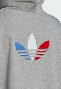 adidas Originals - ADICOLOR ORIGINALS LOOSE SWEATSHIRT HOODIE - Luvtröja - grey - 7