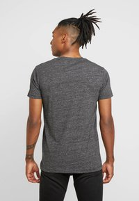 Lee - ULTIMATE POCKET TEE - T-shirt basic - dark grey mele - 2
