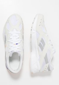 Reebok Classic - AZTREK - Trainers - white/true grey/gold/purple - 1
