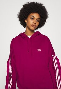 adidas Originals - BELLISTA SPORTS INSPIRED HOODED  - Hoodie - power berry - 3