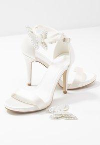 Menbur - Korolliset sandaalit - marfil - 7