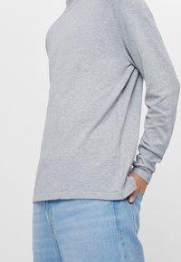 Bershka - Stickad tröja - grey - 3
