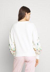ONLY - ONLBROOKE O NECK FLOWER - Sweatshirt - cloud dancer - 2