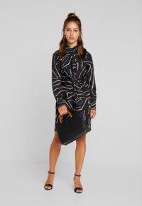 4th & Reckless Petite - TWISH KNOT DRESS - Shirt dress - black - 2