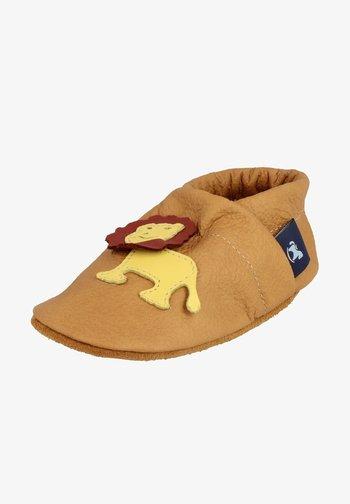 LÖWE - First shoes - caramel / gelb / braun