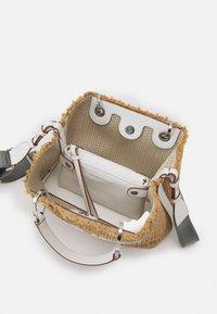 Emporio Armani - BAG SET - Handbag - natural/bianco - 3