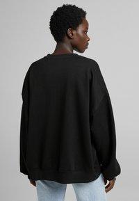 Bershka - OVERSIZE  - Sweatshirt - black - 2