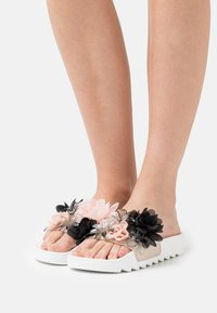 Colors of California - SLIDE FLOWER MIX - Mules - white - 0