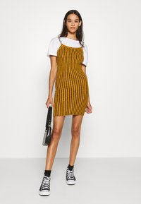The Ragged Priest - SHACKLE - Shift dress - dark yellow - 1