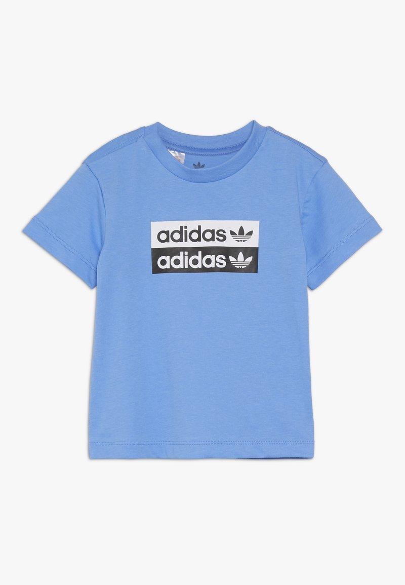 adidas Originals - V-OCAL TEE - Printtipaita - real blue