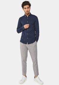 WE Fashion - SLIM FIT - Camicia - blue - 1