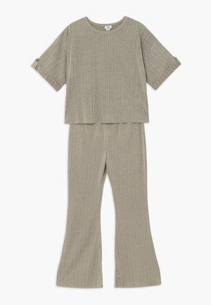 SET - Trousers - khaki