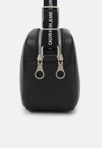 Calvin Klein Jeans - DOUBLE ZIP CAMERA BAG - Olkalaukku - black - 3
