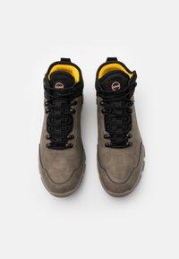 Colmar Originals - COOPER RACER - Sneakers hoog - mud/black/yellow - 3