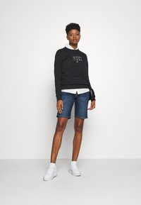 Tommy Jeans - ESSENTIAL LOGO - Sweater - black - 1
