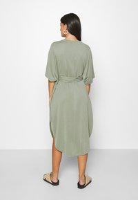 Monki - HESTER DRESS - Jerseykjole - kahki green - 2