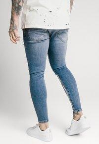 SIKSILK - SKINNY DISTRESSED PAINT - Jeans Skinny Fit - midstone/white - 2