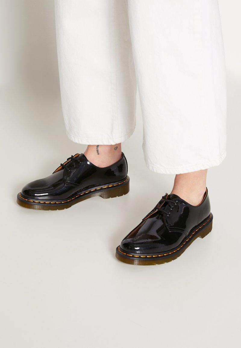 Dr. Martens - 1461 3 EYE SHOE PATENT LAMPER - Lace-ups - black