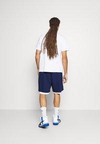 Mitchell & Ness - NORTH CAROLINA SHORT - Sports shorts - navy - 2