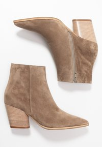 Kennel + Schmenger - AMBER - Classic ankle boots - tundra snat - 3