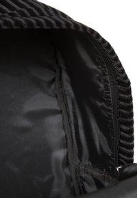 Eastpak - PADDED PAK'R - Rucksack - velvet black - 6