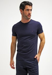 Tommy Hilfiger - NEW STRETCH TEE C-NECK - Camiseta básica - navy blazer - 0
