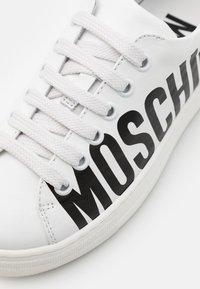 MOSCHINO - UNISEX - Trainers - white - 5