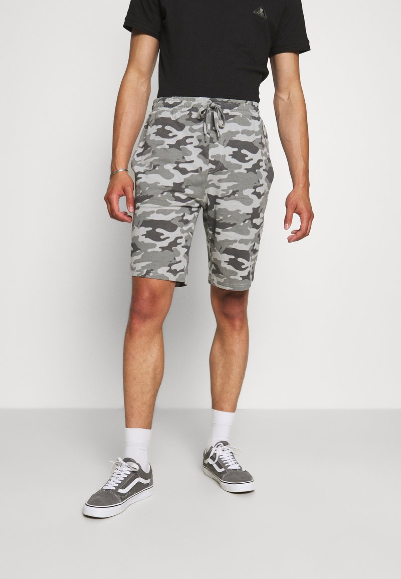 Brave Soul - DISGUISE - Shorts - grey camo