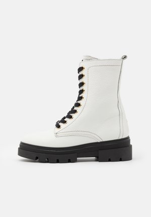 RUGGED CLASSIC BOOTIE - Platform ankle boots - white