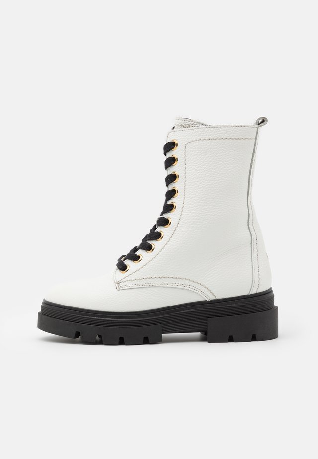 RUGGED CLASSIC BOOTIE - Botki na platformie - white