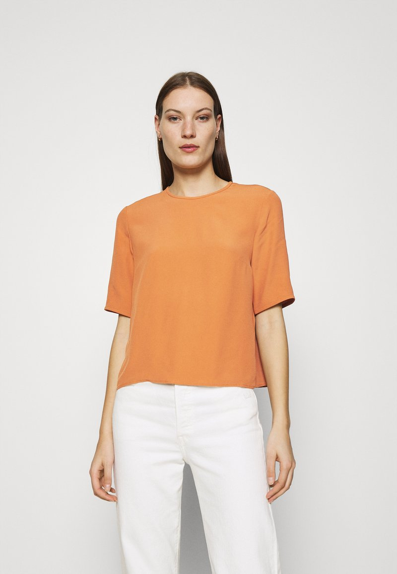 IVY & OAK - TIANA - Basic T-shirt - sienna autumn