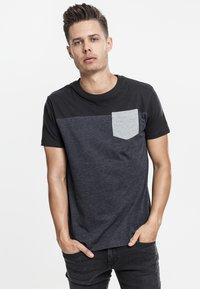 Urban Classics - Print T-shirt - grey/black - 0