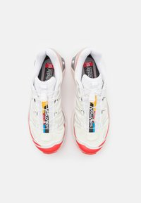 Salomon - SHOES XT-6 ADV UNISEX - Sneakers basse - vanilla ice/white/racing red - 5