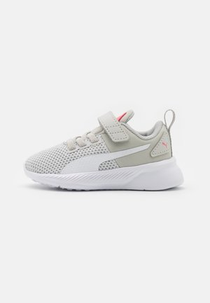 FLYER RUNNER UNISEX - Zapatillas de running neutras - gray violet/puma white