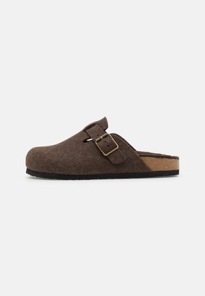 UNISEX - Slippers - brown