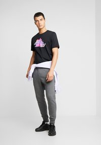 Nike Sportswear - CLUB - Tracksuit bottoms - charcoal heather/anthracite/white - 1